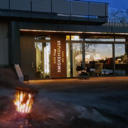 ../media-library_1080x1080/Fasadskylt_Rostad_Corten_The-old-smokehouse-Deckaperad_LED 6.png